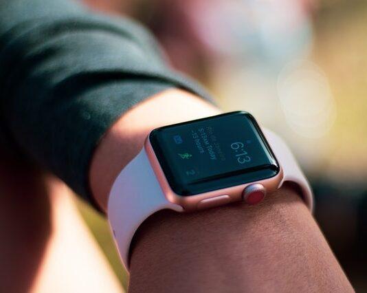 jak wybrać smartwatch, jaki kupić smartwatch, smartwatch funkcje, smartwatch paramerty, inteligentny zegarek
