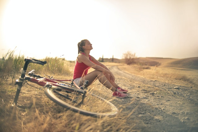 pompka do roweru, jak wybrać pompkę do roweru, jaką kupić pompkę do roweru, dobra pompka do roweru, pionowa pompka do roweru, nożna pompka do roweru, ręczna pompka do roweru, akcesoria rowerowe,