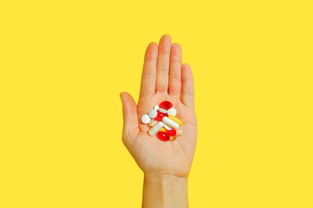 witaminy, witaminy na skórę, jak dbać o skórę, suplementacja witaminami, suplementacja organizmy, suplementacja na skórę, suplementy na skórę, piękna skóra, zdrowa skóra, zadbana skóra