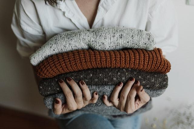 sweter na prezent, jaki kupić sweter, sweter na święta, sweter jako prezent, rodzaje swetrów, jak wybrać dobry sweter, dla kogo sweter na prezent,