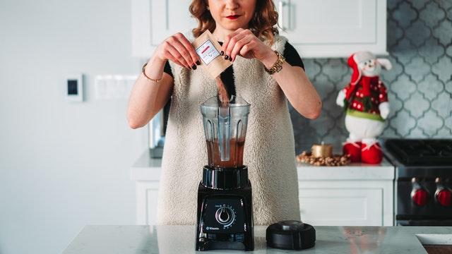 blender ręczny, blender kielichowy, jak wybrać bledner, dobry blender, najlepszy blender, blender do małej kuchni, blender do koktajli, blender do zup,