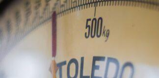 waga łazienkową, jaką wagę łazienkową kupić, waga elektroniczna, waga analogowa, waga mechaniczna, funkcje wagi łazienkowej, waga z dodatkowymi funkcjami