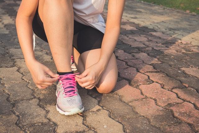 buty do biegania, jak wybrać buty do biegania, jakie kupić buty do biegania, parametry butów do biegania, dobre buty do biegania,