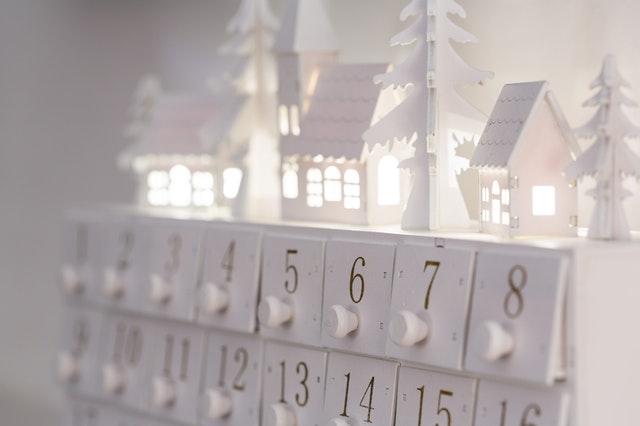 kalendarz adwentowy, kalendarz świąteczny, zalety kalendarza adwentowego, rodzaje kalensarzy adwentowych, dla kogo kalendarz adwentowy